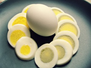 green-and-yellow-yolk-in-hard-boiled-eggs